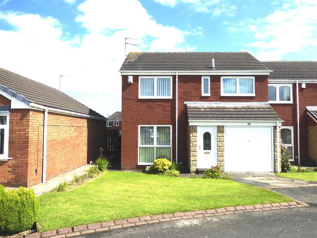 4 Bedrooms Semi Detached House for sale in Heron Close, Ashington