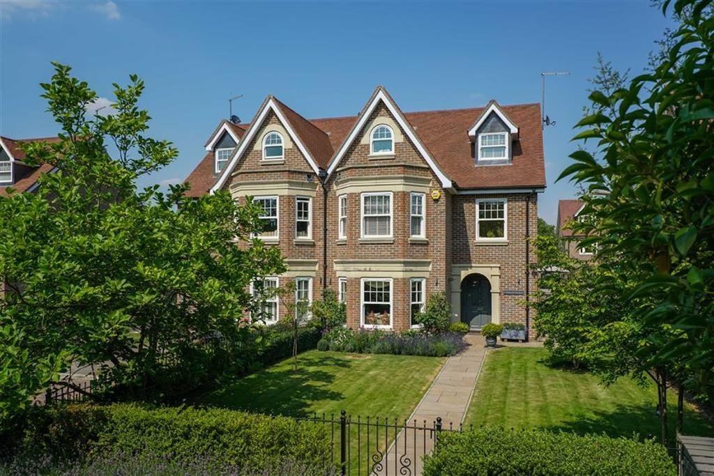 4 Bedrooms Semi Detached House for sale in Magnolia Gardens, St Albans, Hertfordshire