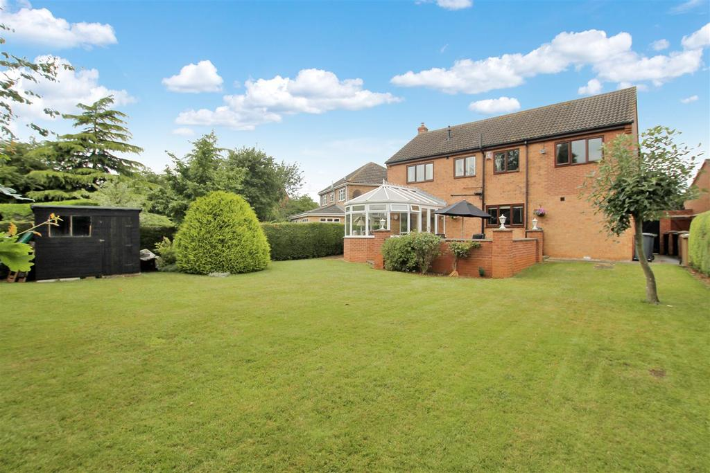 4 Bedrooms Detached House for sale in Windsor Close, Sleaford