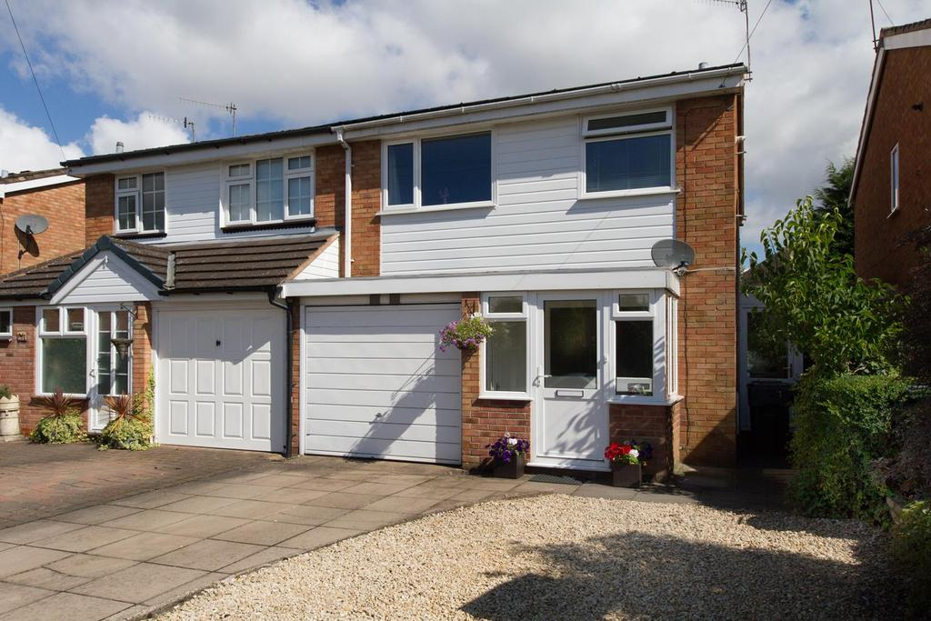3 Bedrooms Semi Detached House for sale in Bracken Grove, Catshill, Bromsgrove