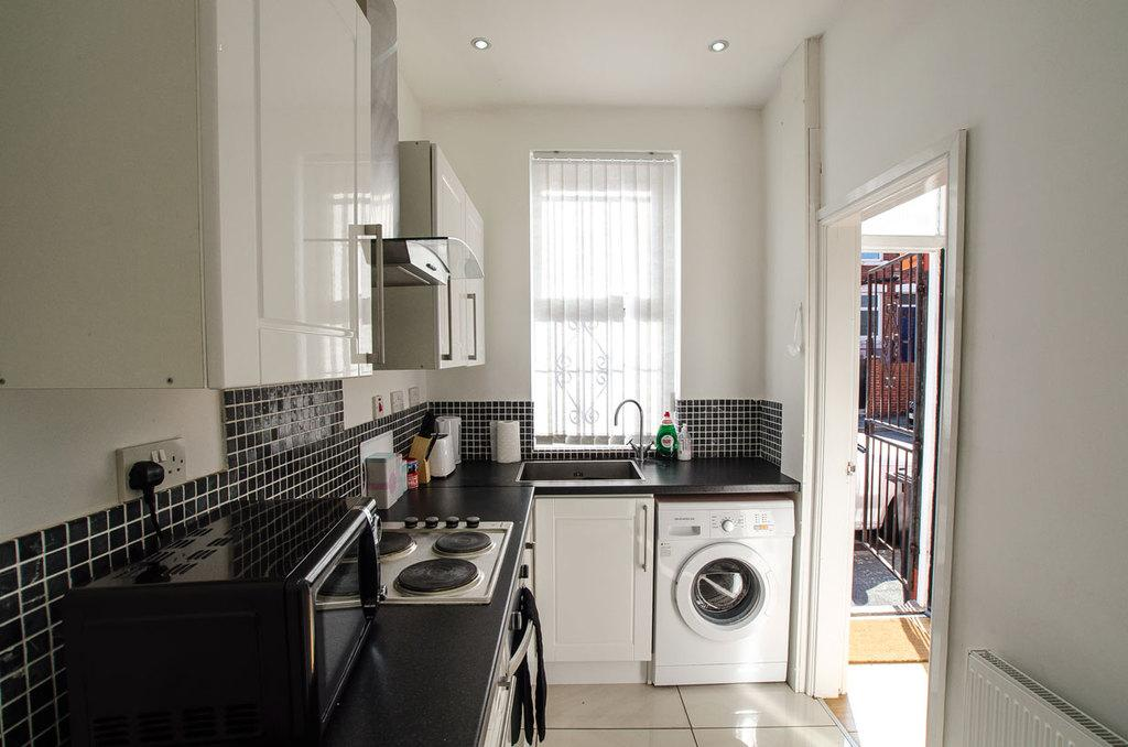 2 Bedrooms Terraced House for sale in RUNSWICK AVENUE, HOLBECK