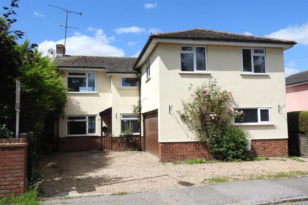 4 Bedrooms Detached House for sale in Ongar Road, Writtle, Chelmsford