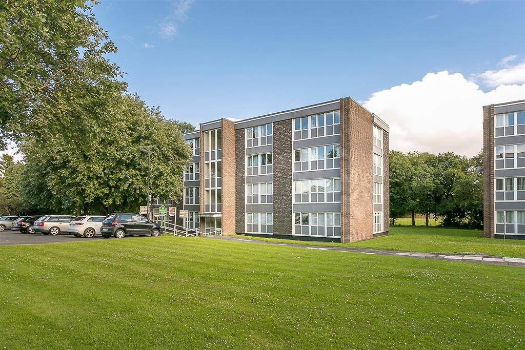 2 Bedrooms Flat for sale in Wark Court, Newcastle upon Tyne