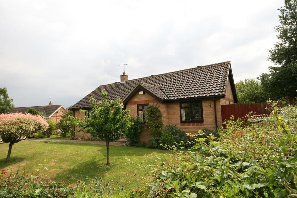 3 Bedrooms Detached Bungalow for sale in Drinkstone, Bury St Edmunds IP30