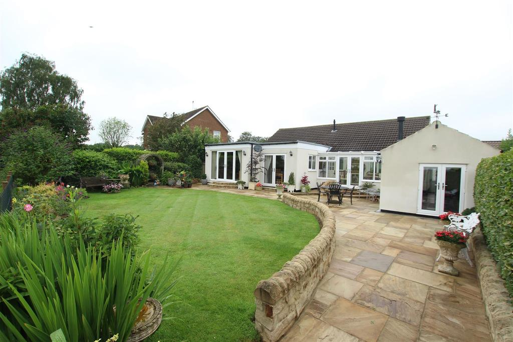 3 Bedrooms Detached Bungalow for sale in Elmfield Road, Hurworth