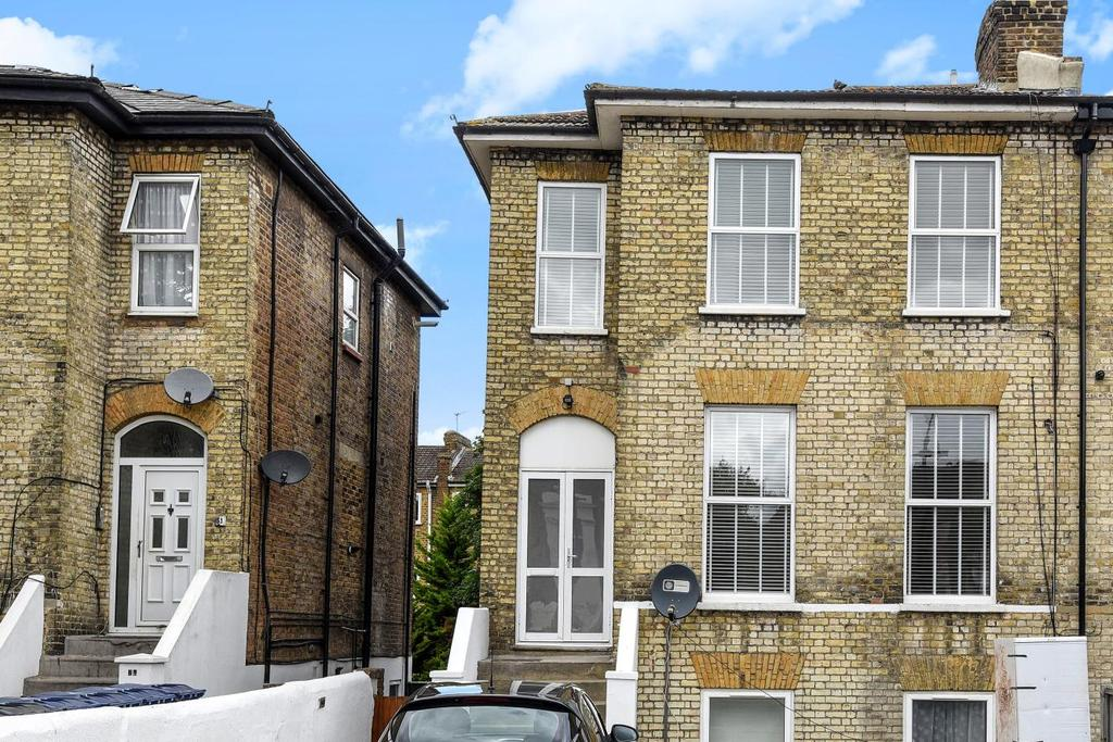 3 Bedrooms Flat for sale in Mattock Lane, Ealing