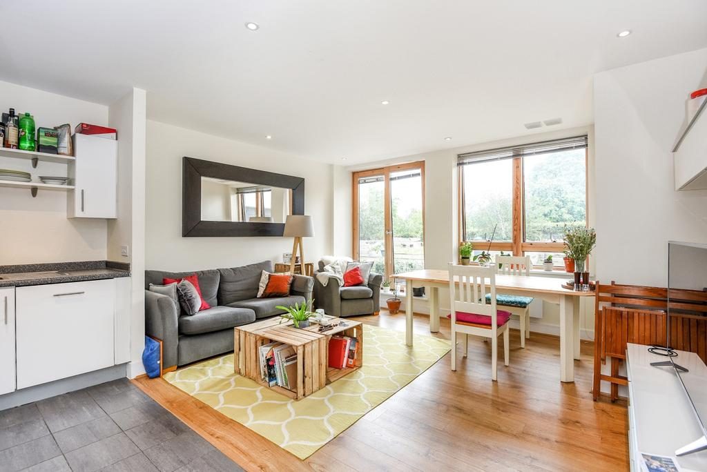 2 Bedrooms Flat for sale in Albemarle Road Beckenham BR3
