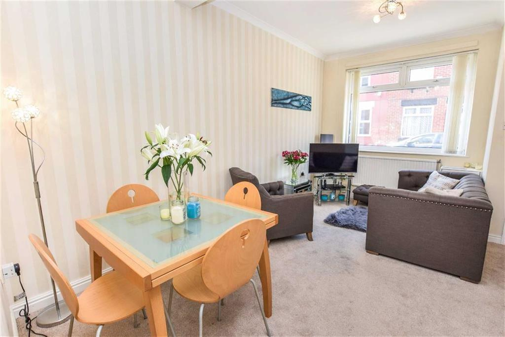2 Bedrooms Terraced House for sale in Oak Grove, Urmston, Manchester