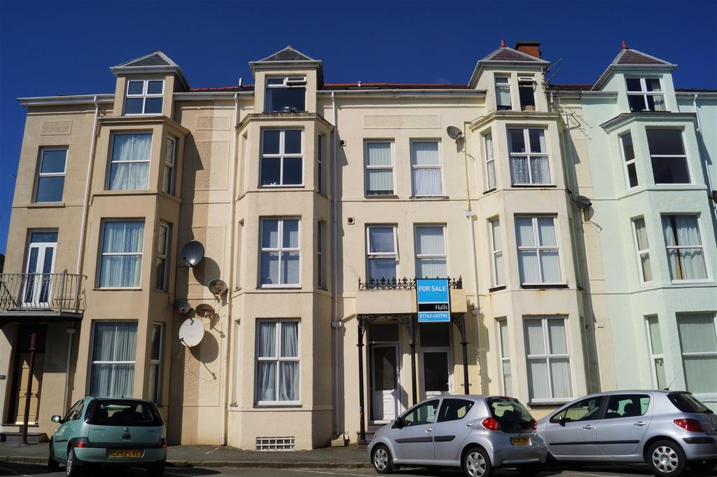 5 Bedrooms Block Of Apartments Flat for sale in Churton Street, Pwllheli