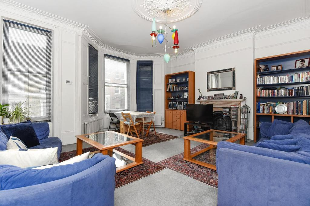 3 Bedrooms Flat for sale in Winchester Road, Belsize Park, NW3