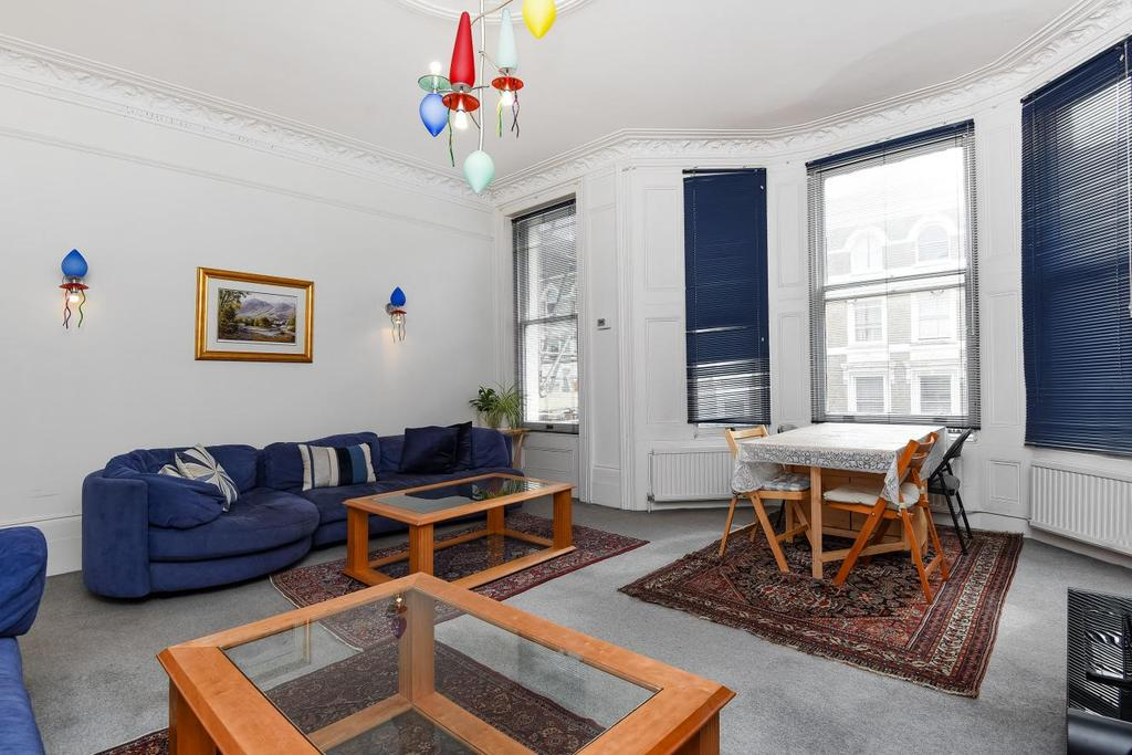 3 Bedrooms Flat for sale in Winchester Road, Belsize Park