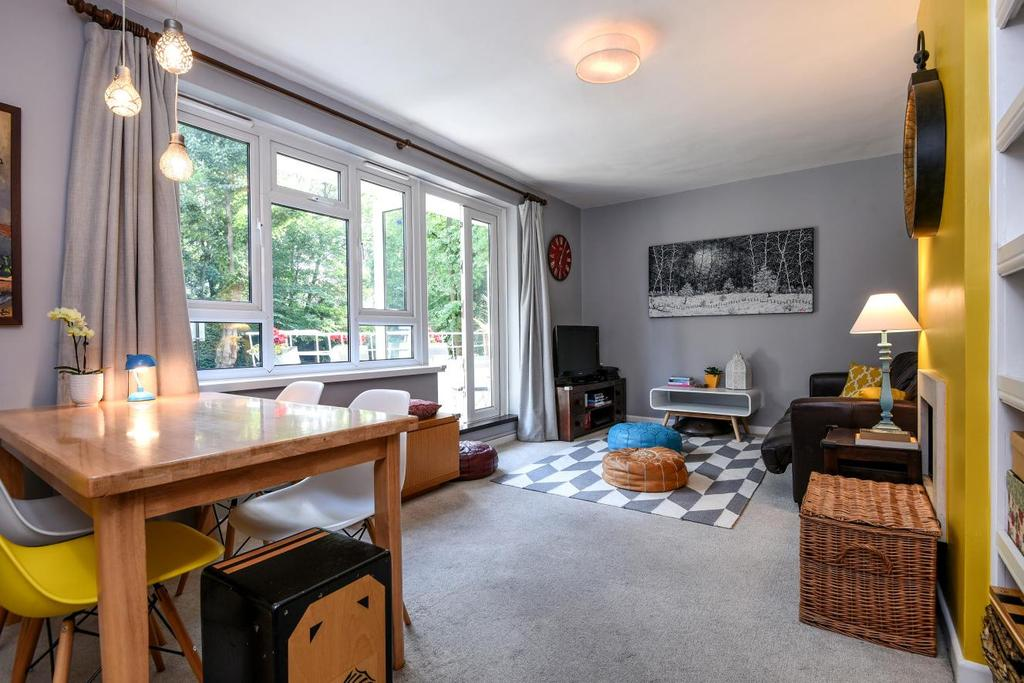 2 Bedrooms Flat for sale in Prendergast Road, Blackheath