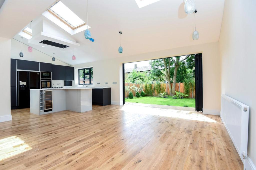 6 Bedrooms Semi Detached House for sale in Chudleigh Road, Brockley, SE4