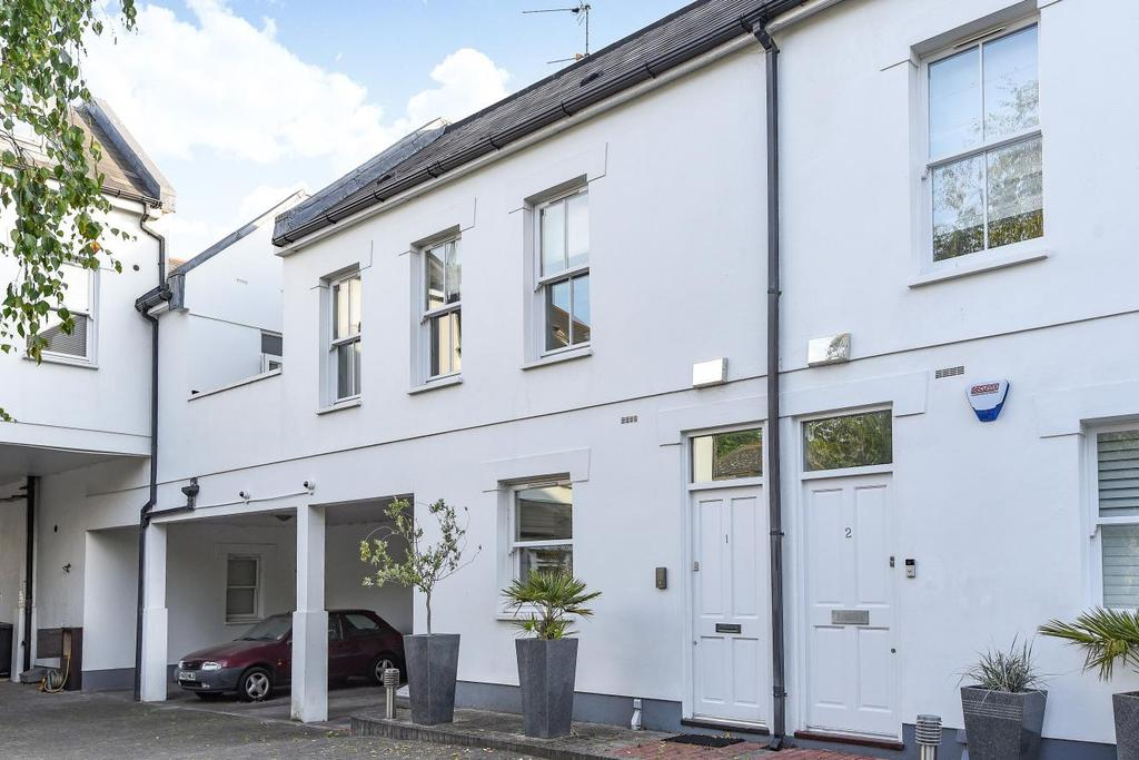 3 Bedrooms Mews House for sale in Copper Mews, Chiswick