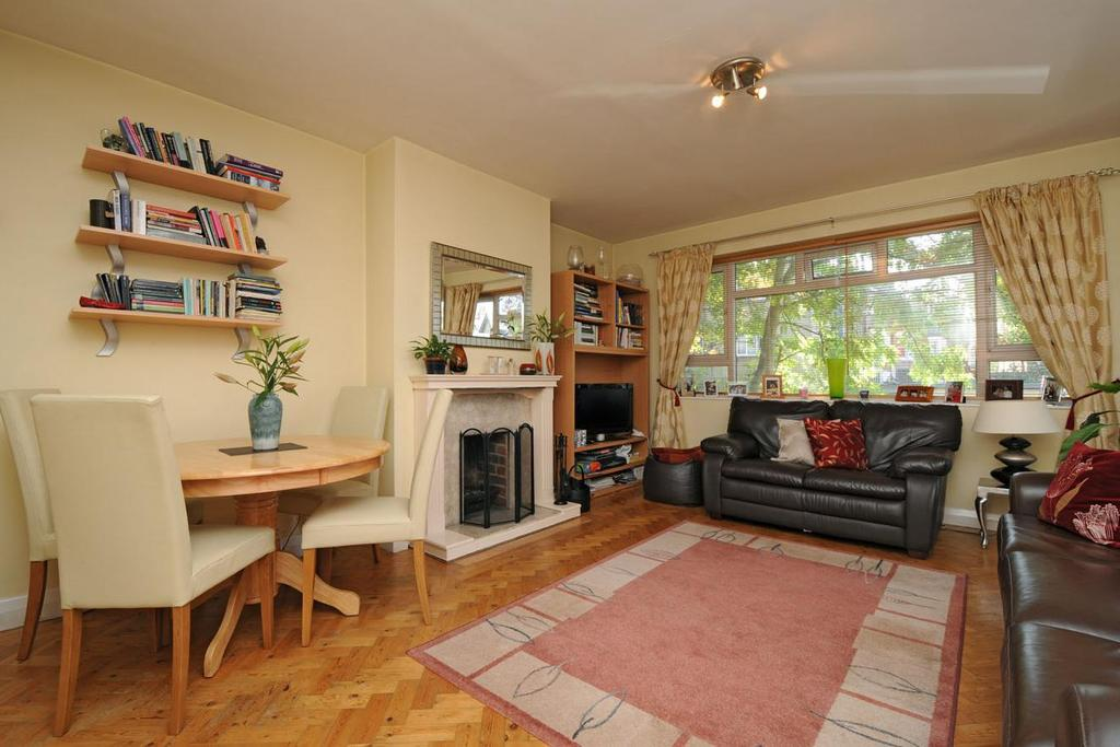 2 Bedrooms Flat for sale in Rosebery Gardens, Crouch End