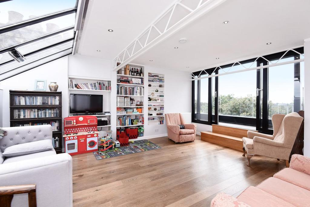 2 Bedrooms Flat for sale in North Road, Highgate