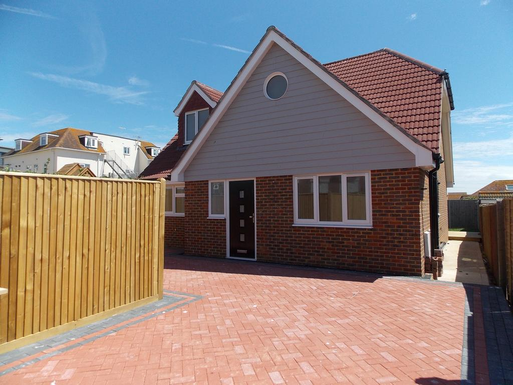 4 Bedrooms Detached Bungalow for sale in Dorothy Avenue, Peacehaven, East Sussex