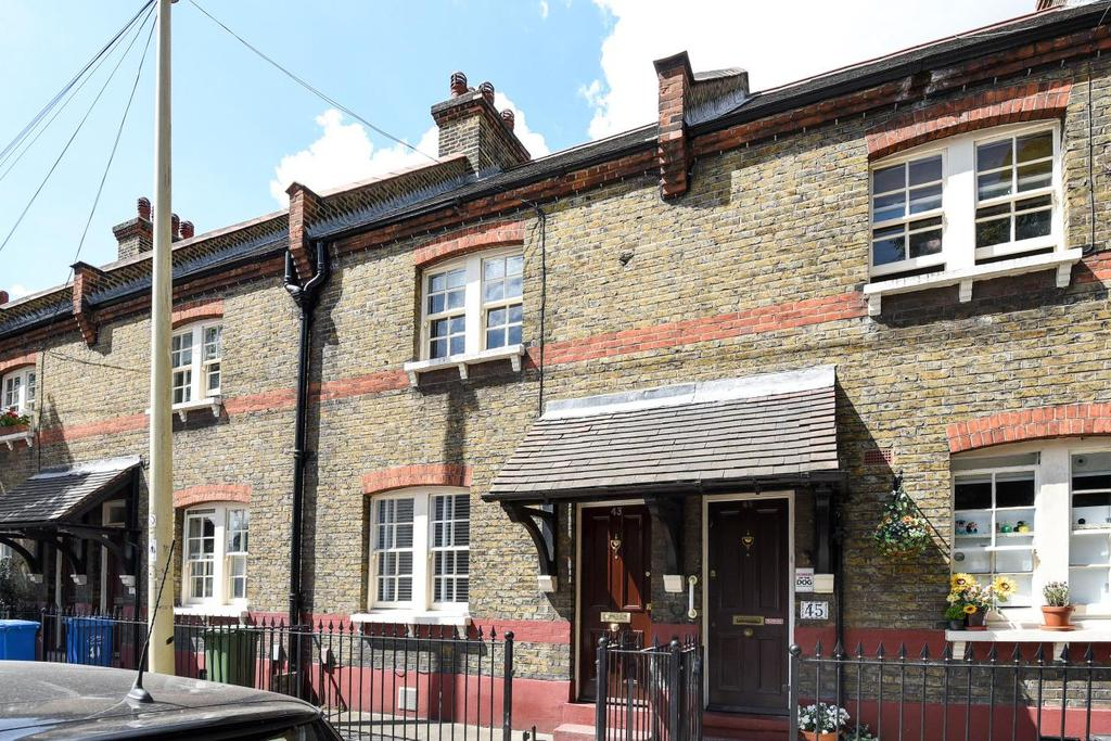 2 Bedrooms Terraced House for sale in Portland Street, Walworth, SE17