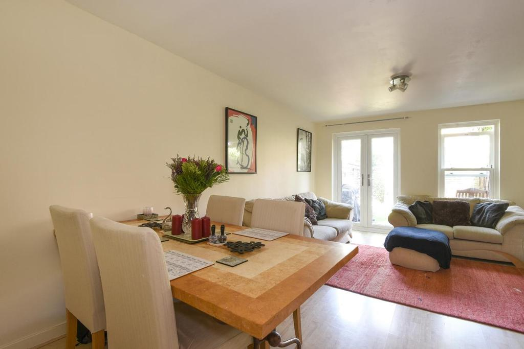 2 Bedrooms Terraced House for sale in Saddlers Mews, Stockwell