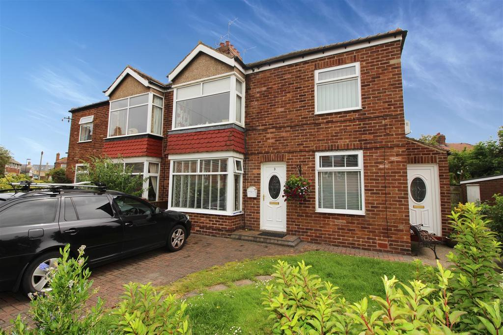 2 Bedrooms Flat for sale in Closefield Grove, Monkseaton, Whitley Bay