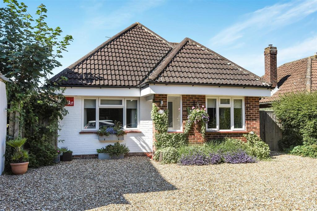 4 Bedrooms Detached House for sale in Ettrick Road, Chichester