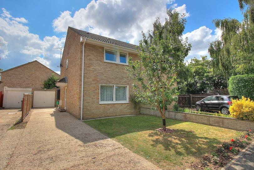 4 Bedrooms Semi Detached House for sale in Tiptree Close, Boyatt Wood, Eastleigh