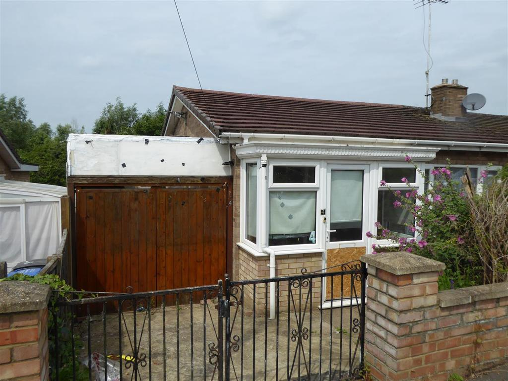 2 Bedrooms Bungalow for sale in Severn Way, Kettering