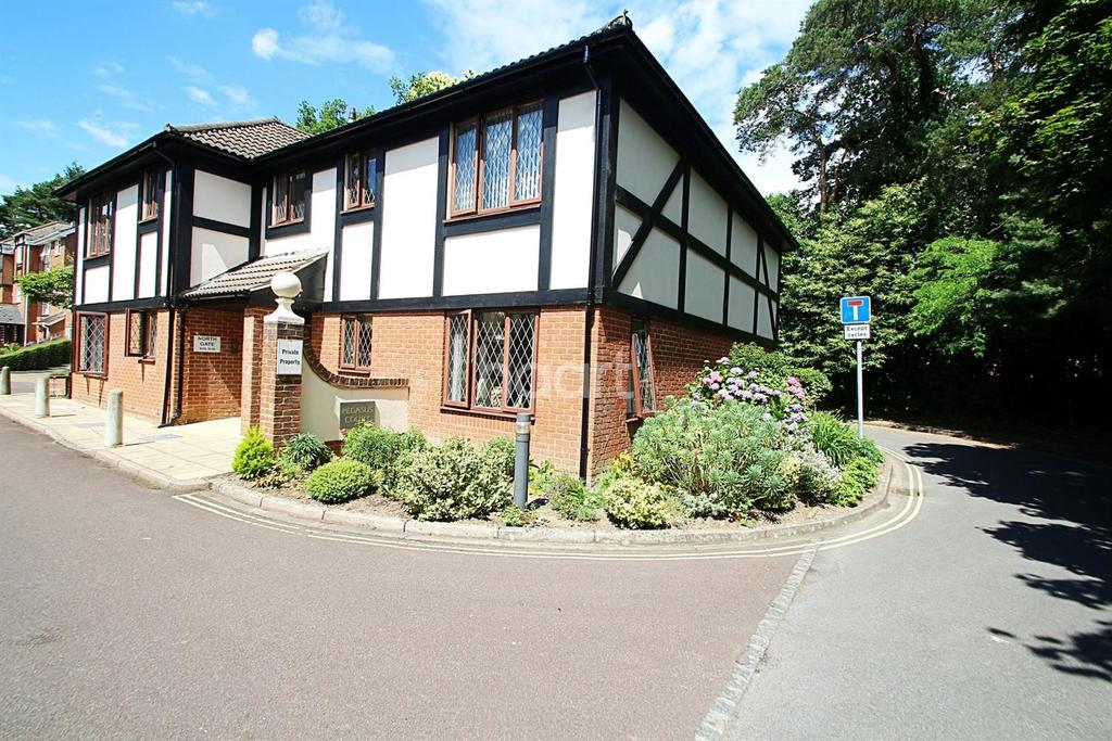 2 Bedrooms Flat for sale in Pegasus court, Fleet