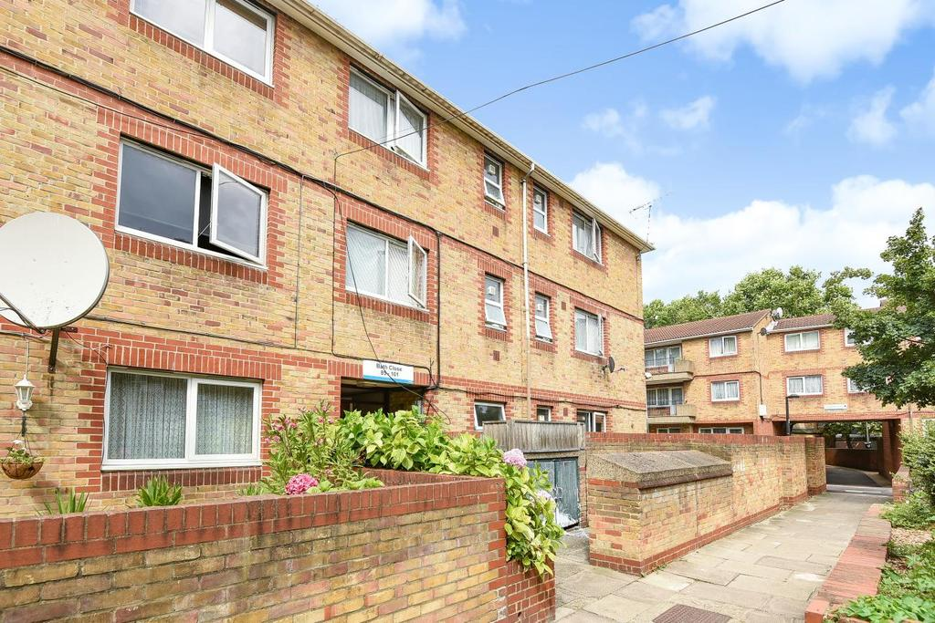 3 Bedrooms Flat for sale in Bath Close, Peckham