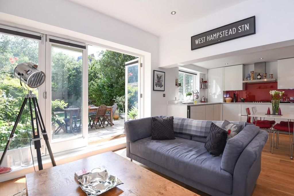 3 Bedrooms Flat for sale in Broadhurst Gardens, South Hampstead