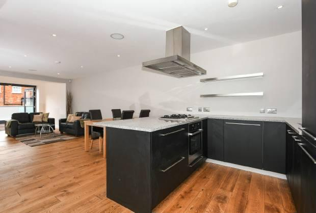 2 Bedrooms Flat for sale in Windsor Quay