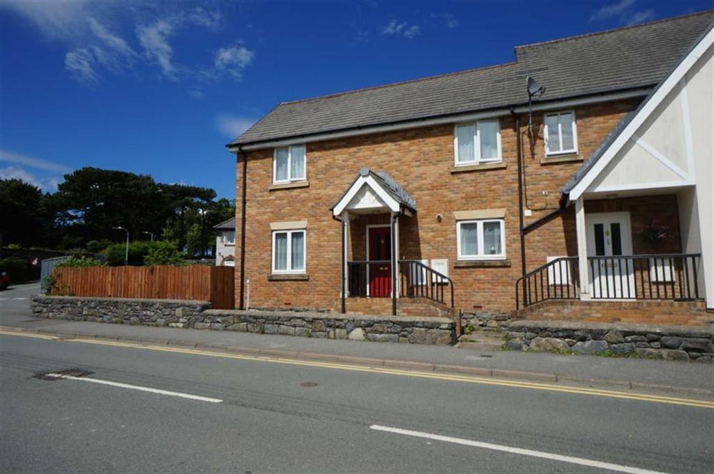 3 Bedrooms Semi Detached House for sale in Golygfa Gwydir, Llanrwst, Conwy
