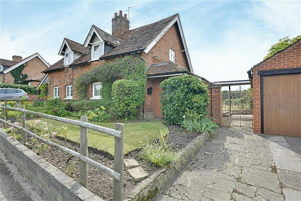 2 Bedrooms Semi Detached House for sale in Well Row, Bayford, Herts, SG13