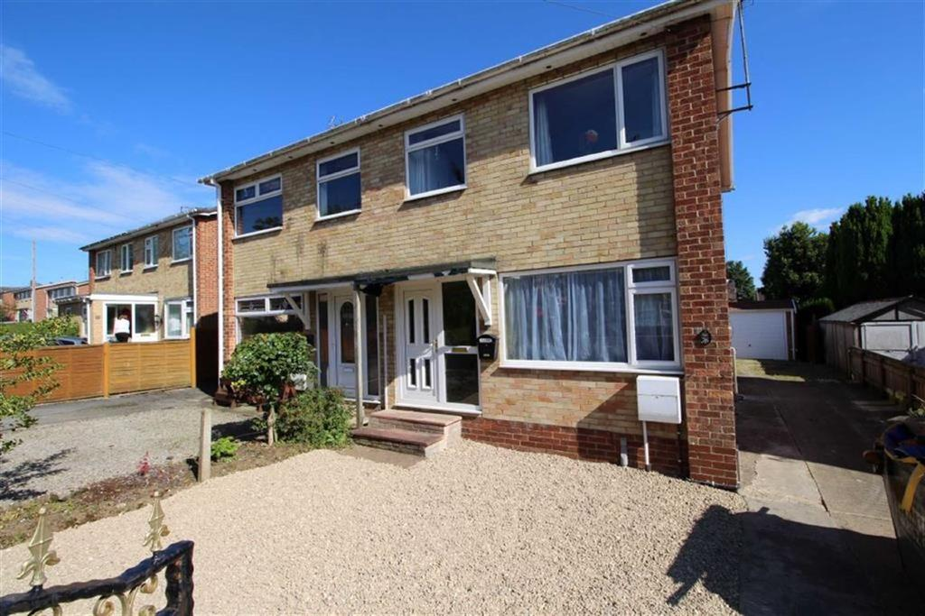 3 Bedrooms Semi Detached House for sale in Park Avenue, Driffield, East Yorkshire