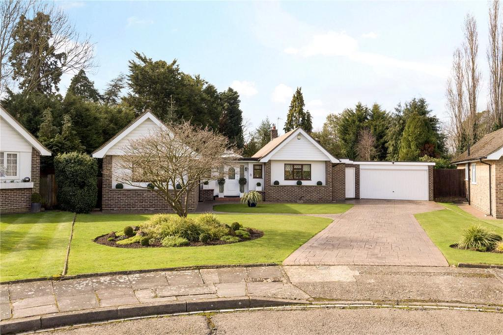 3 Bedrooms Detached Bungalow for sale in Weald Close, Bromley, Kent, BR2