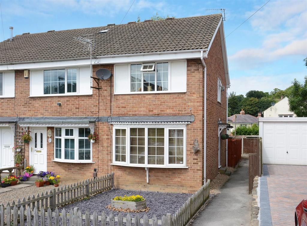 2 Bedrooms Town House for sale in Cricketers Green, Yeadon, Leeds