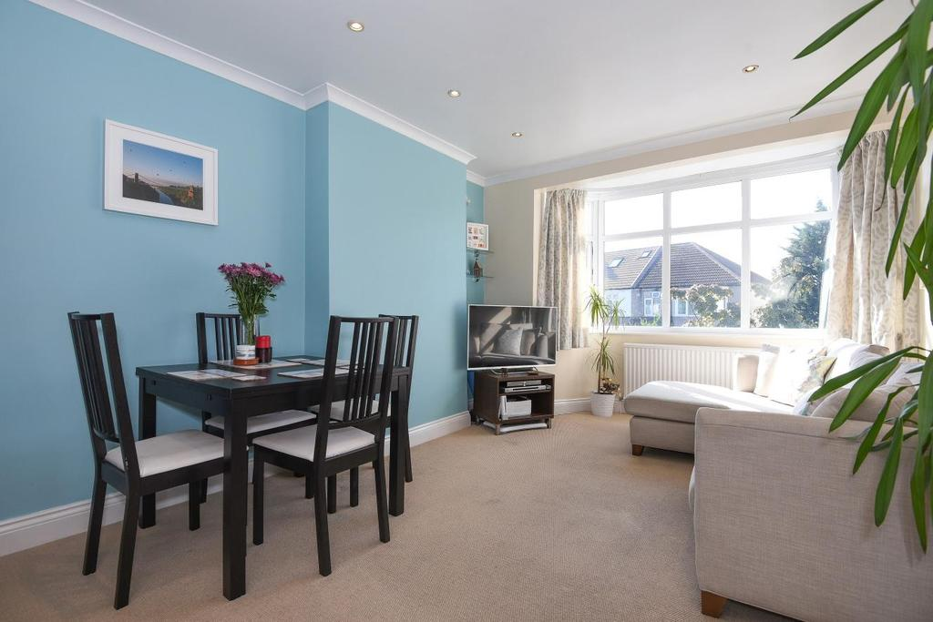 2 Bedrooms Flat for sale in Firstway, Raynes Park