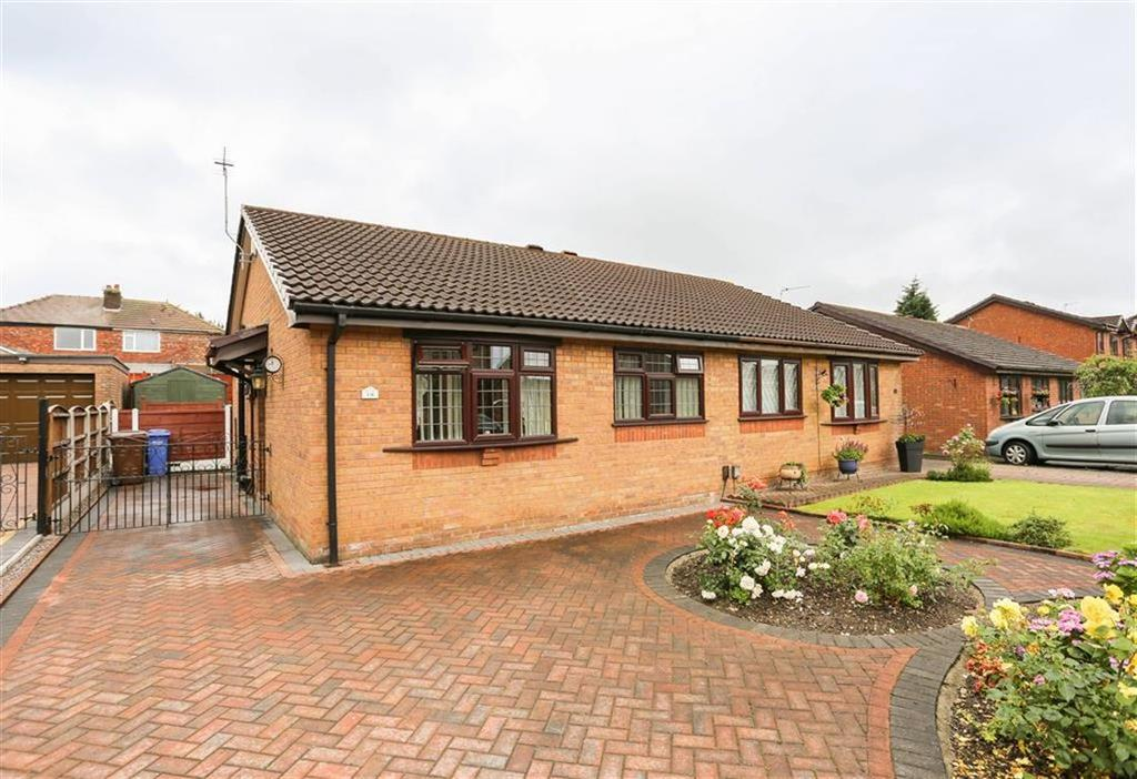 2 Bedrooms Semi Detached Bungalow for sale in Victoria Avenue, Bredbury, Cheshire
