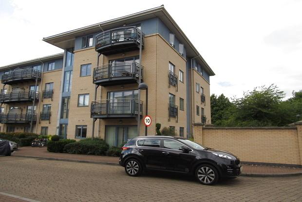 2 Bedrooms Flat for sale in The Quays, Castle Quay Close, Nottingham, NG7