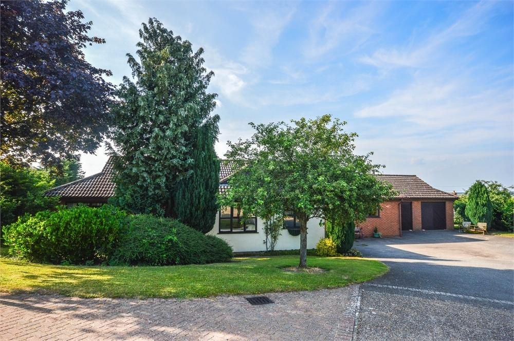 4 Bedrooms Detached Bungalow for sale in Goodwins Close, Littlebury, Saffron Walden, Essex