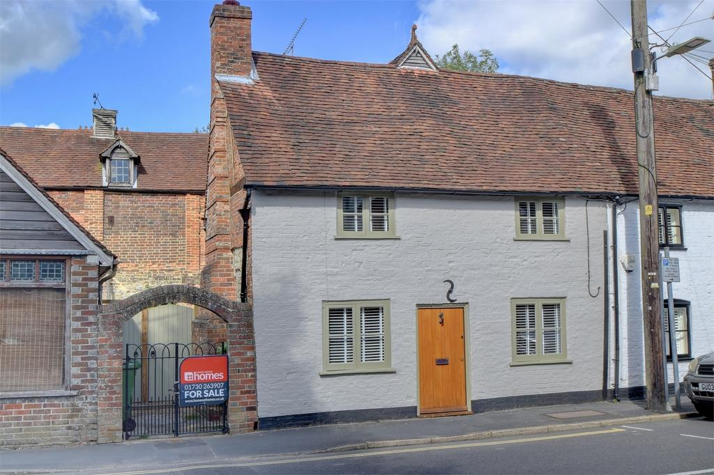 3 Bedrooms Semi Detached House for sale in Sussex Road, PETERSFIELD, Hampshire
