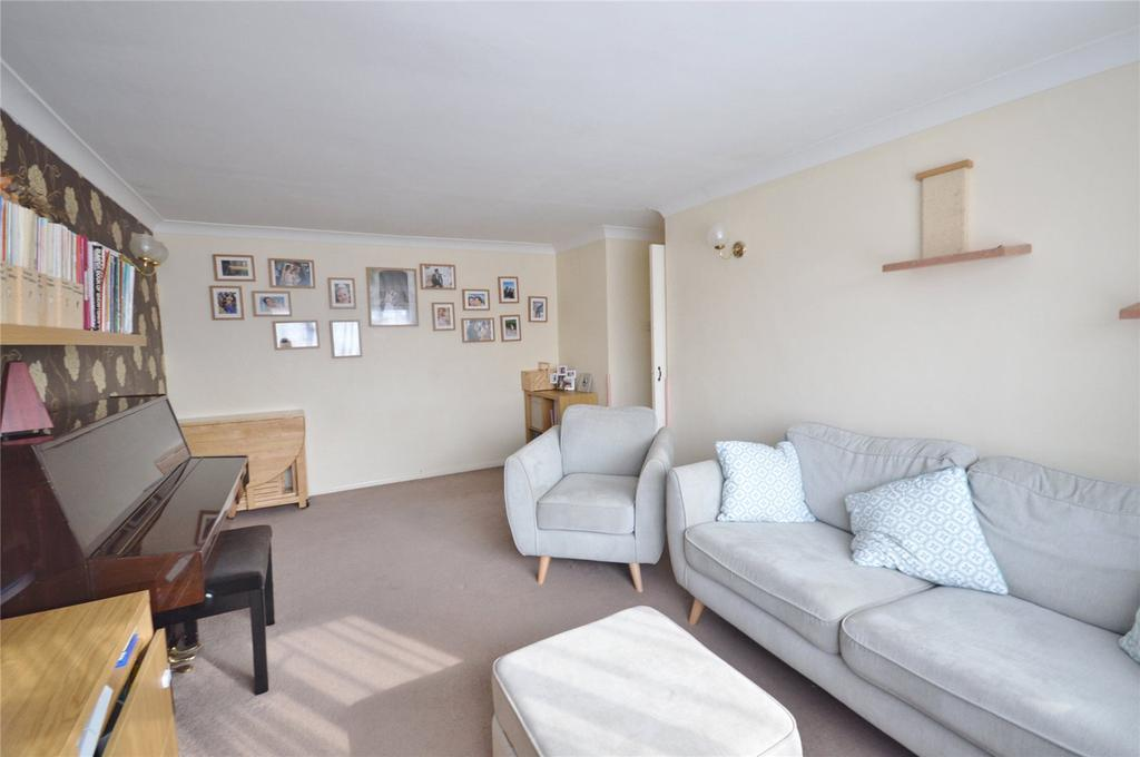2 Bedrooms Maisonette Flat for sale in High Road, Leavesden, Hertfordshire, WD25