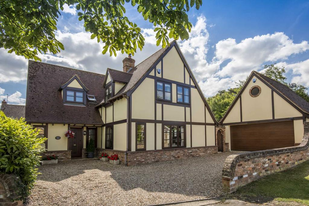 4 Bedrooms Detached House for sale in Christchurch Road, Tring