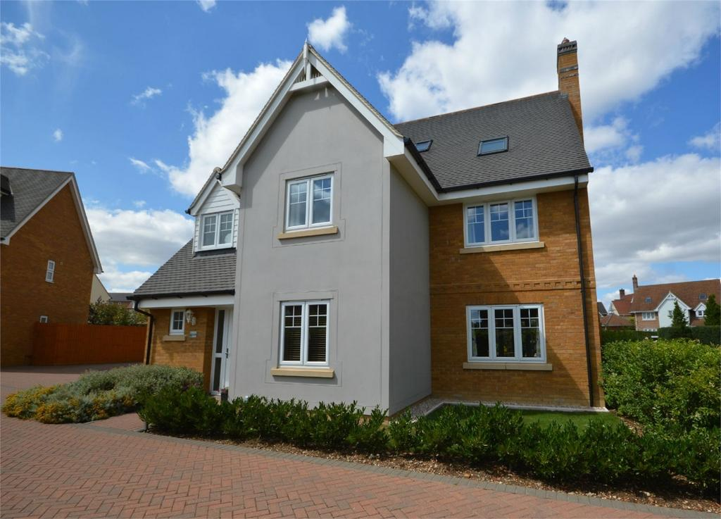 6 Bedrooms Detached House for sale in 103 Woodlands Park, Great Dunmow