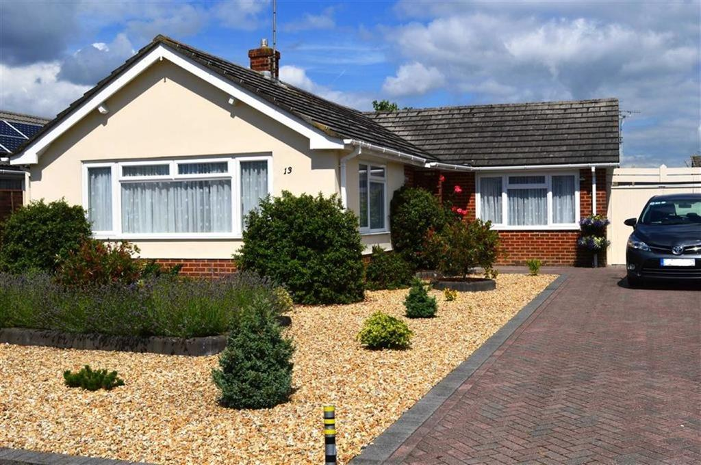 3 Bedrooms Detached Bungalow for sale in Parmiter Drive, Wimborne, Dorset