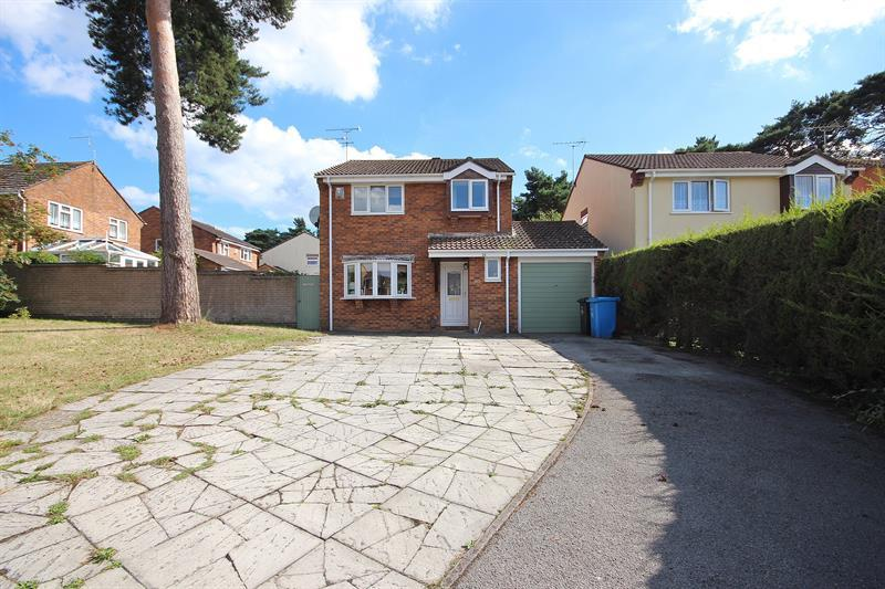 4 Bedrooms Detached House for sale in Bettiscombe Close, Canford Heath, Poole