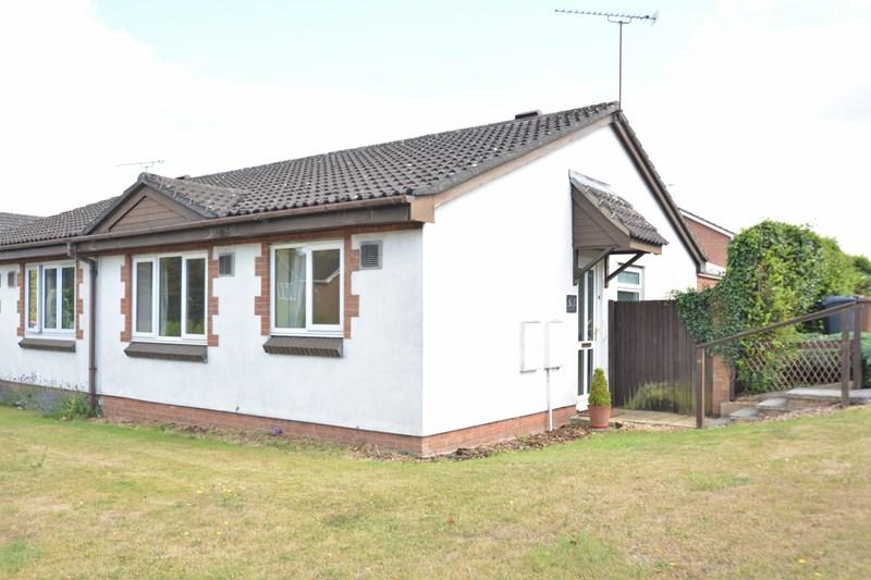 2 Bedrooms Semi Detached Bungalow for sale in Kimberley Close, Charlton, Andover