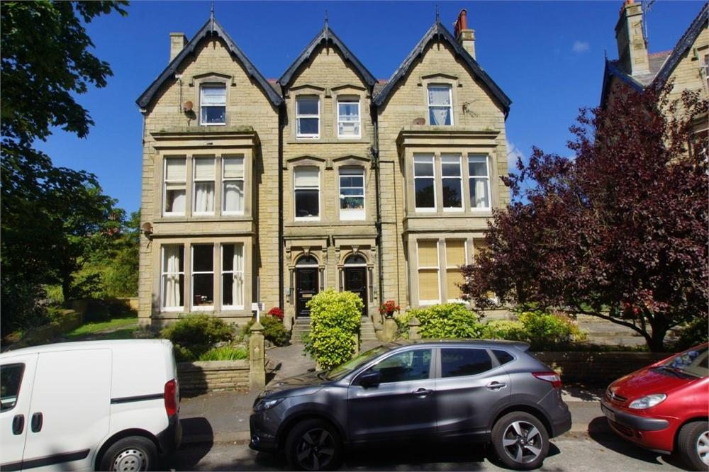 3 Bedrooms Flat for sale in St Georges Square, St. Annes, Lancashire