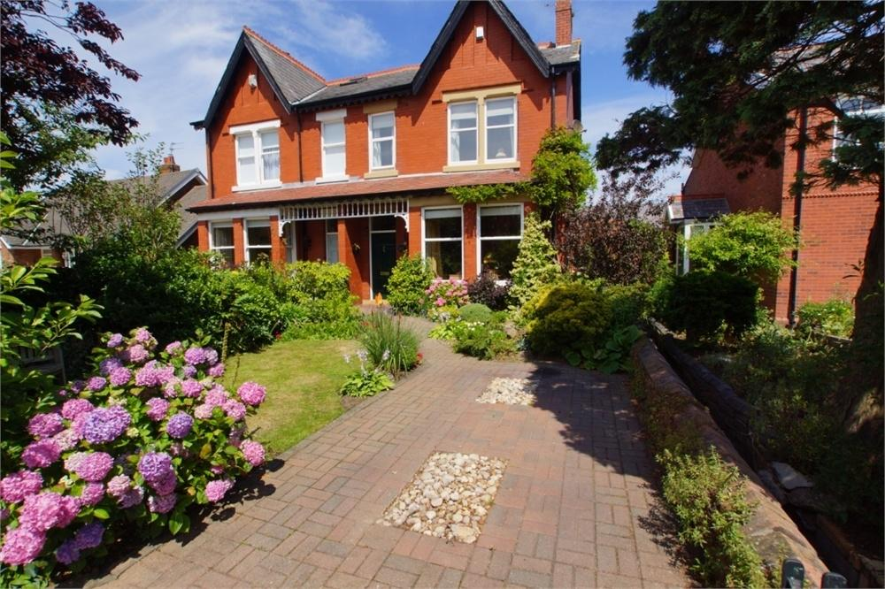 4 Bedrooms Semi Detached House for sale in Commonside, Ansdell, Lancashire