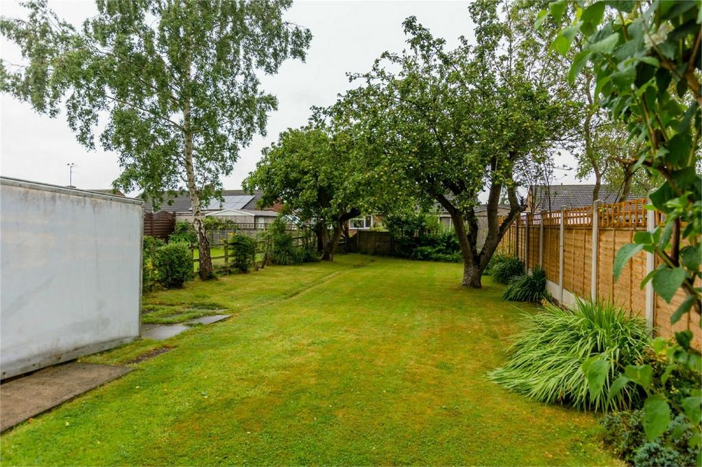 2 Bedrooms Semi Detached House for sale in Alwyne Drive, Shipton Road, York